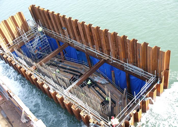 Estacas pranchas em construção